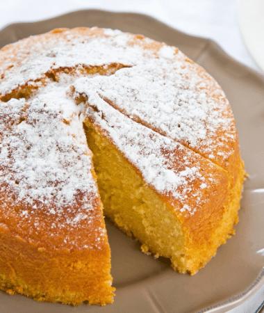 Gâteau aux noisettes et au vin blanc